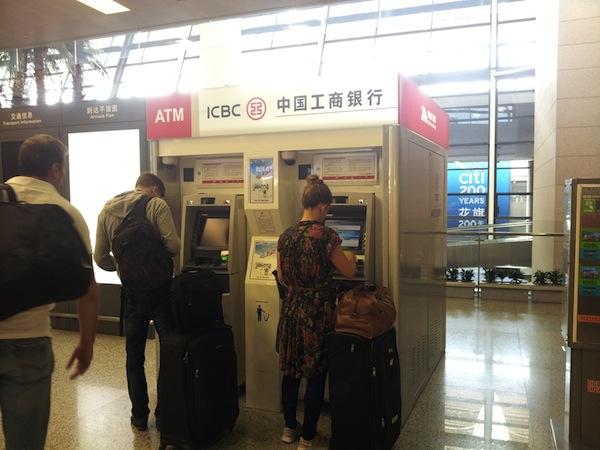 現地ATMで海外キャッシング