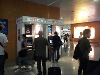 空港のATMで海外キャッシング